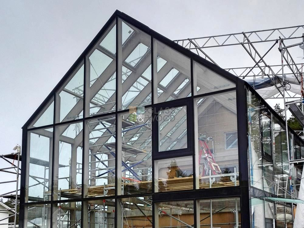 Structured glazing assembly